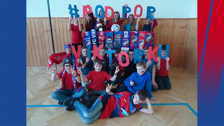 Žáci z partnerských škol dali najevo svou podporu Viktorce. Děkujeme!